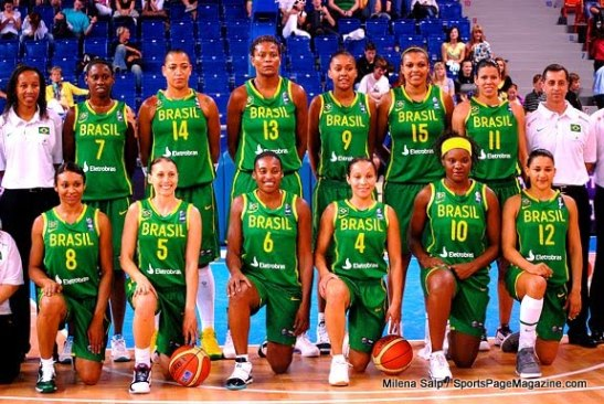 Janeth (in white at left) as coach of Brazil's national team in 2010 FIBA World Championship