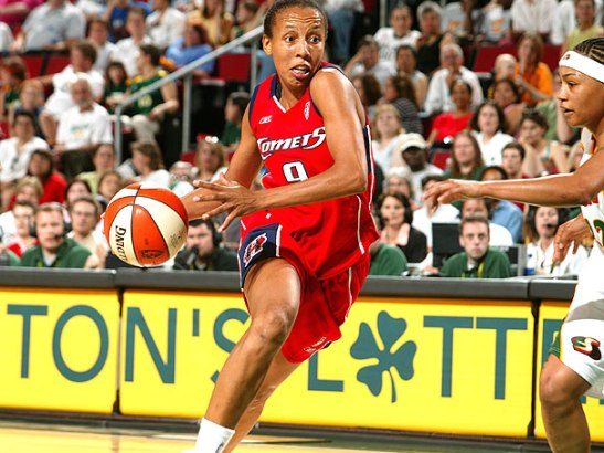 Arcain in a game with the Houston Comets