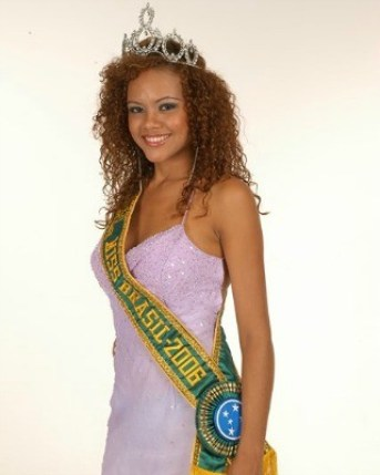 Maria Cláudia Barreto won the Miss Acre contest in 2006