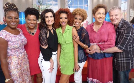 'Sexo e as negas' actresses with talk show host Fátima Bernardes and series creator Miguel Falabella