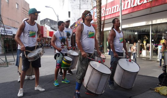 Grupo Afro Afoxé pumped up the public with their percussive sounds