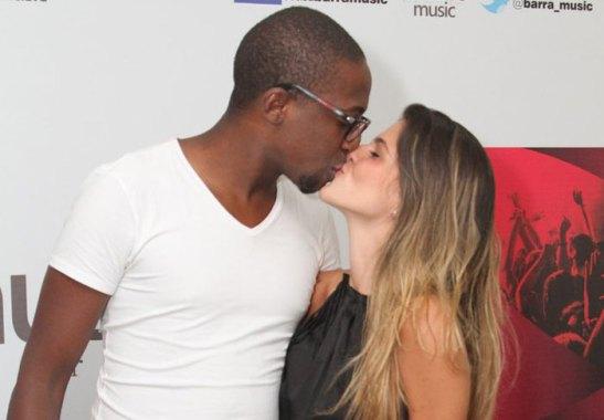 Popular singer Mumuzinho with girlfriend