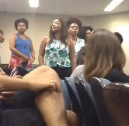 Militants interrupt class at USP to initiate a debate on racism and affirmative action