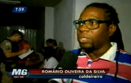 The victim's husband, Romário Oliveira da Silva, supported his wife in the embarrassing situation