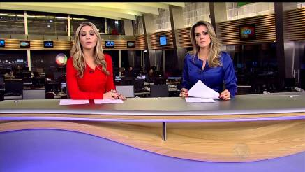 Journalists Thalita Oliveira and Manuela Queiroz of 'Fala Brasil'