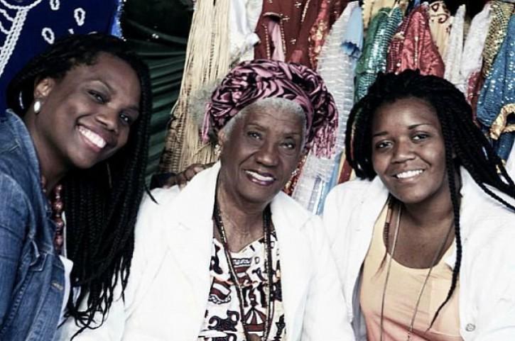 Renata Martins e, à direita, Joyce Prado - No centro, Raquel Trindade
