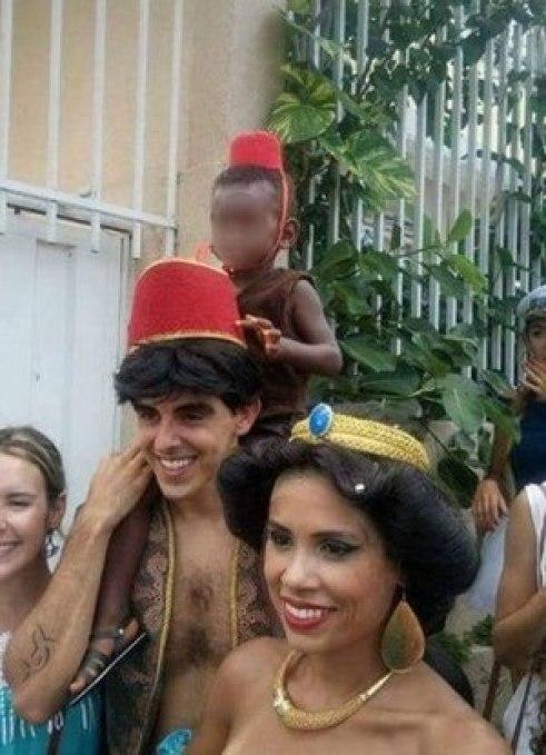 Pai pede desculpas após fantasiar filho negro de macaco e imagem viralizar nas redes