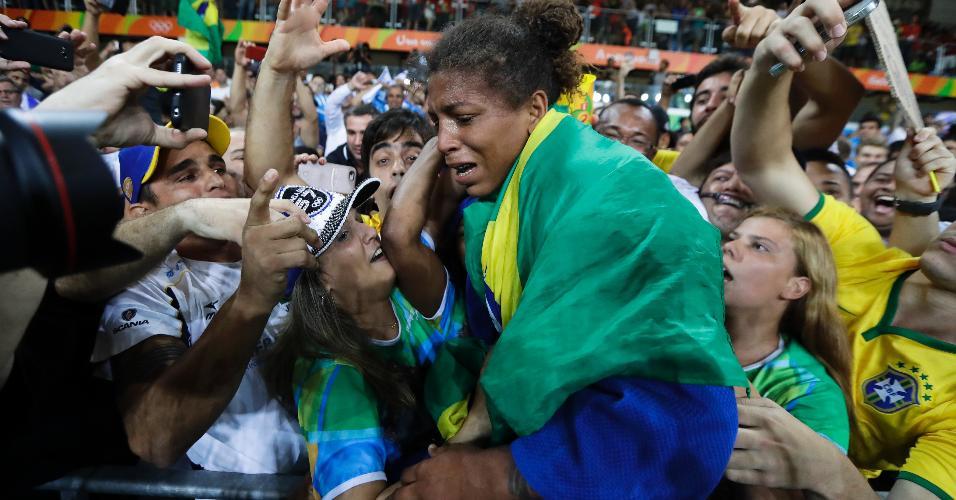 rafaela-silva-comemora-ouro-olimpico-no-judo-1470688761404_v2_956x500