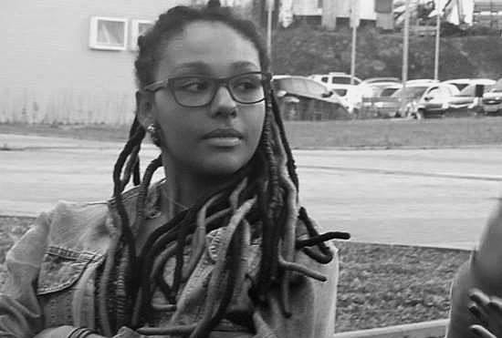 na universidade sou uma das cinco mulheres negras em uma sala de 85 alunos brancos