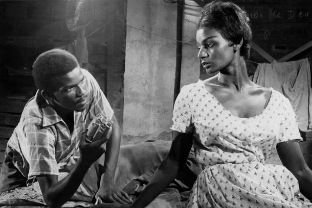 documentario-de-camila-pitanga-sobre-a-vida-de-seu-pai-e-premiado-6-cena-do-filme-a-grande-feira-de-1961