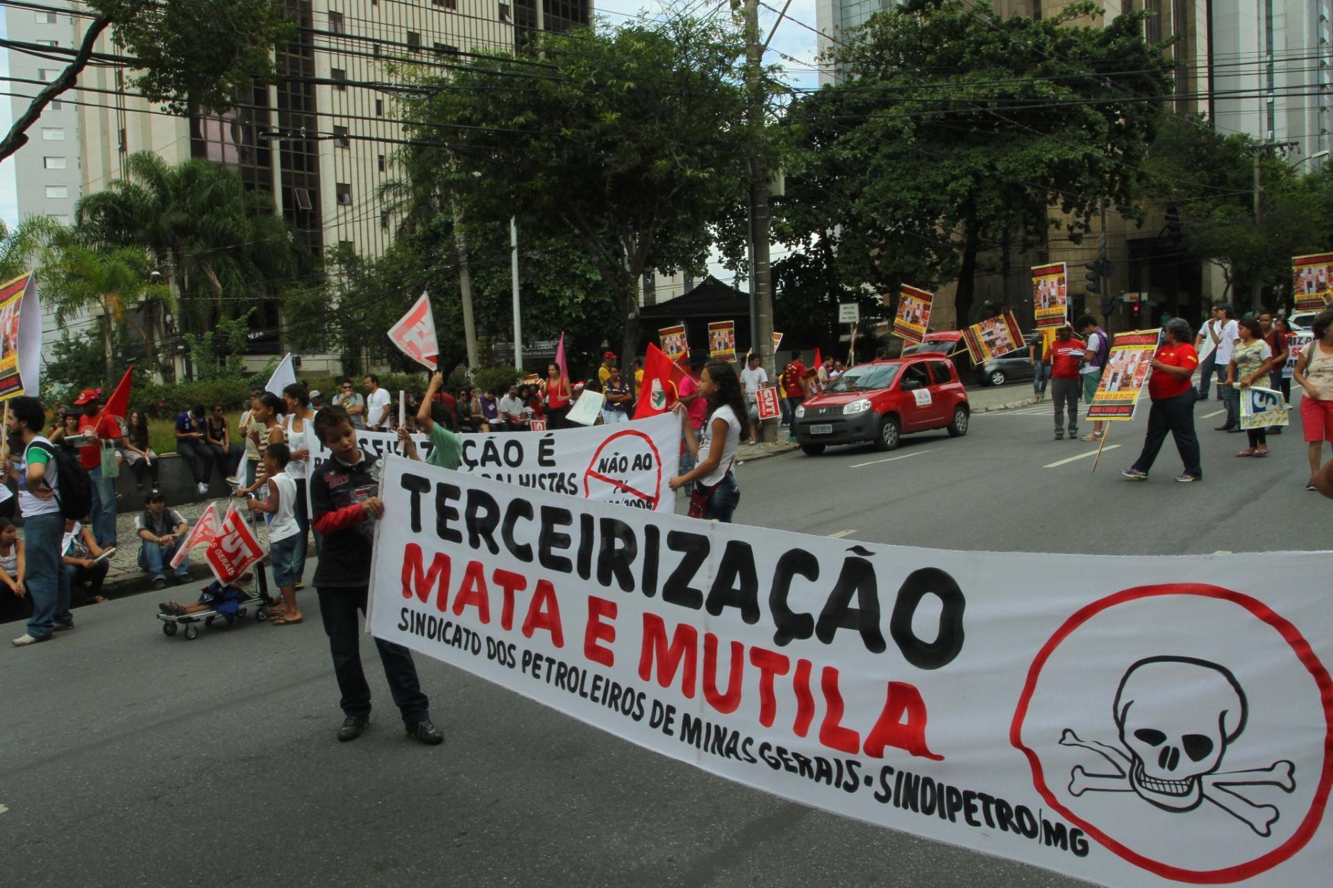 Ato da CUT-MG termina com convocação para greve geral no dia 29 - Brasil
