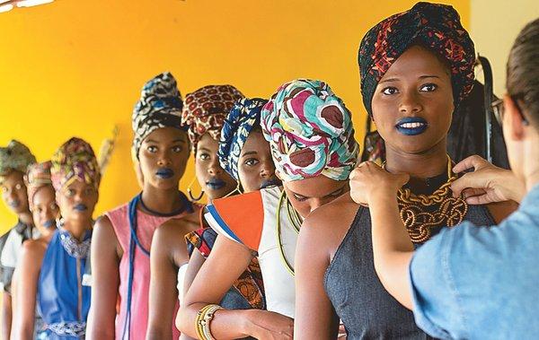 Editorial de moda construído na comunidade remanescente quilombola de Santiago do Iguape