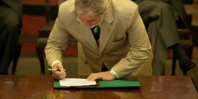 Lula, durante assinatura do Estatuto da Igualdade Racial (Foto - SEPPIR)