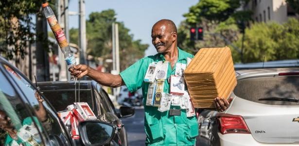 vendedor de rua - Raimundo Francisco Santos Paulo, 25 years as a street vendor (Photo - Simon Plestenjak)