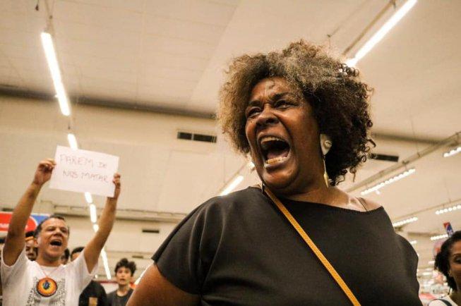 Manifestantes se reúnem em BH em repúdio ao assassinato de jovem negro no Extra 2