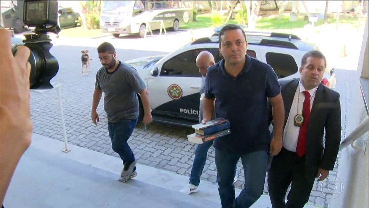 Prefeito de Niteroi - Rodrigo Neves, do PDT, teria recebido propina de empresas de ônibus.