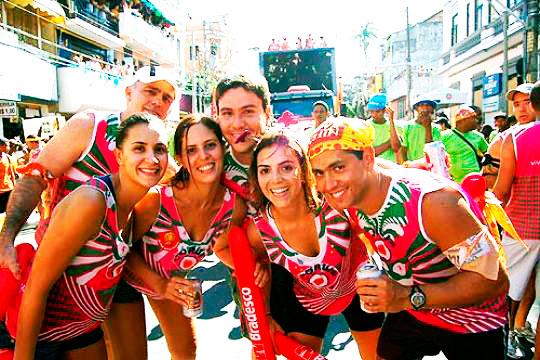 salvador-ba-carnaval-de-2017_folioes-em-bloco-de-trio_foto-divulgacao