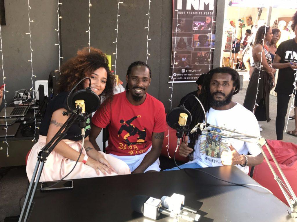 A Jornalista Amanda Sthephanie que entrevistou Diogo Silva e Sombra, integrantes da banda Senzala Hi-Tech