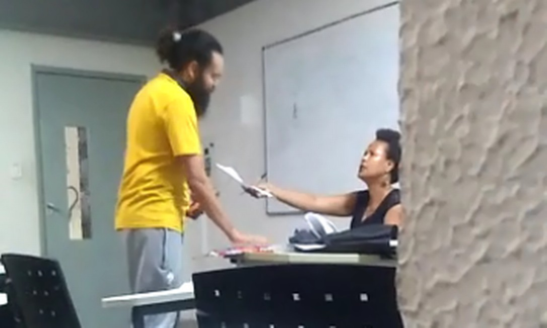 Black Racism in University: Student refuses to accept class material
