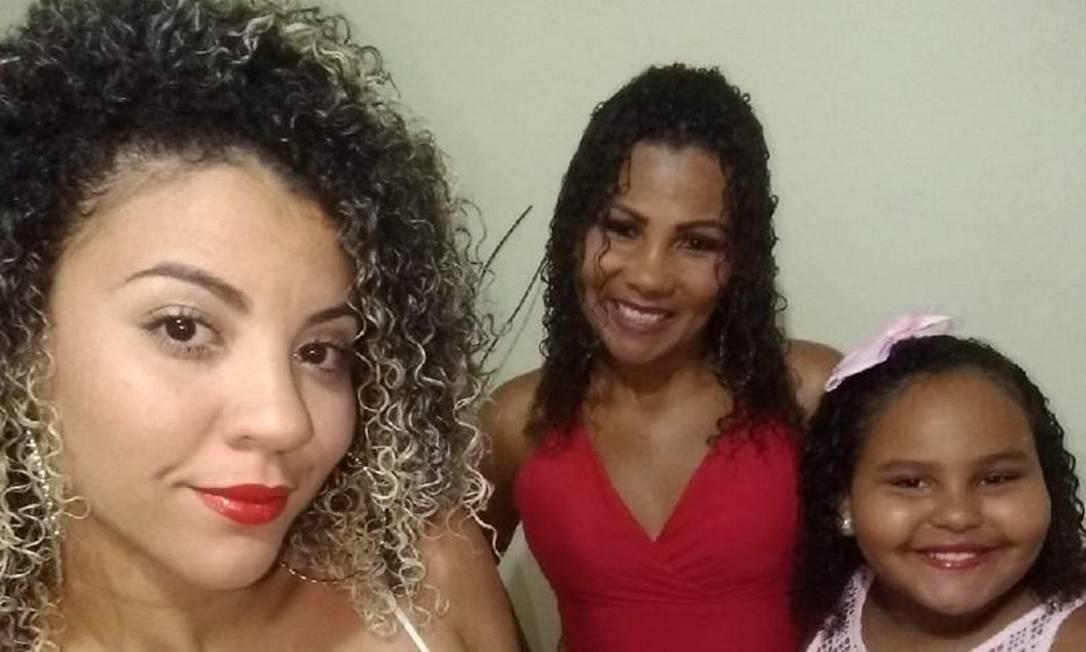 Sister Ana Beatriz, Ana Claudia (mother) and Anna
