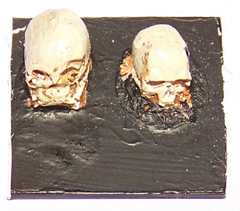 100x Small 28mm scale resin skulls.