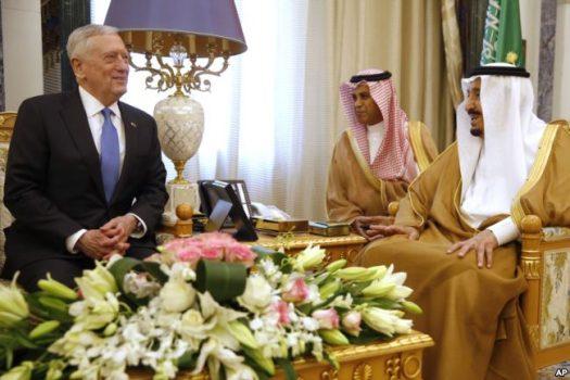 FILE - Saudi Arabia's King Salman (right) meets with U.S. Defense Secretary James Mattis, in Riyadh, April 19, 2017.