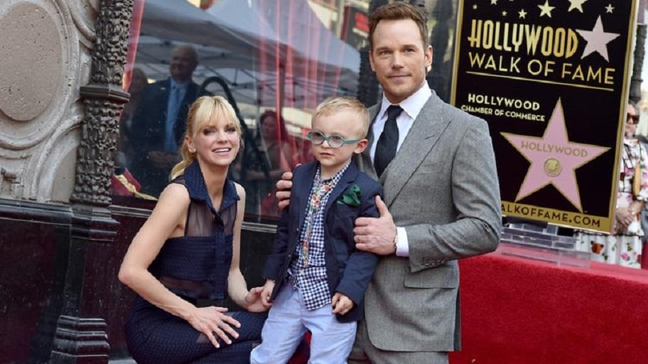 Chris Pratt, Anna Faris, and their son