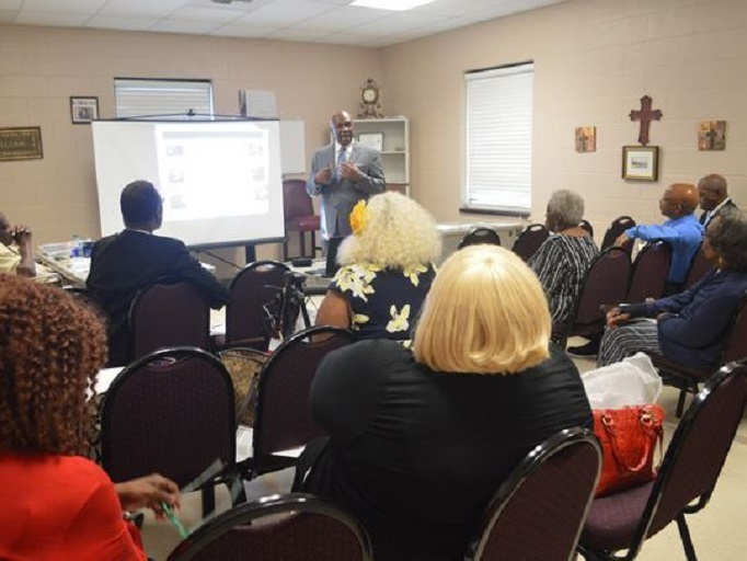 Edward Jackson from the University of Alabama at Birmingham tells church leaders it's important to share information about getting tested for HIV with their congregations. (Photo: Deborah Barfield Berry, USA TODAY)