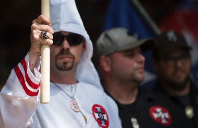 Supporters of the Ku Klux Klan hold a rally in Charlottesville, Virginia on July 8, 2017 to protest the planned removal of a statue of General Robert E. Lee, who oversaw Confederate forces in the US Civil War (AFP Photo/ANDREW CABALLERO-REYNOLDS)