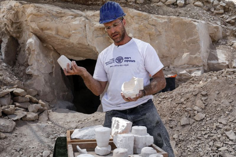 Archaeologist Yonatan Adler displays chalkstone mugs and cores on August 10, 2017, two months after they were discovered near the Israeli village of Reina, close to Cana (AFP Photo/MENAHEM KAHANA)