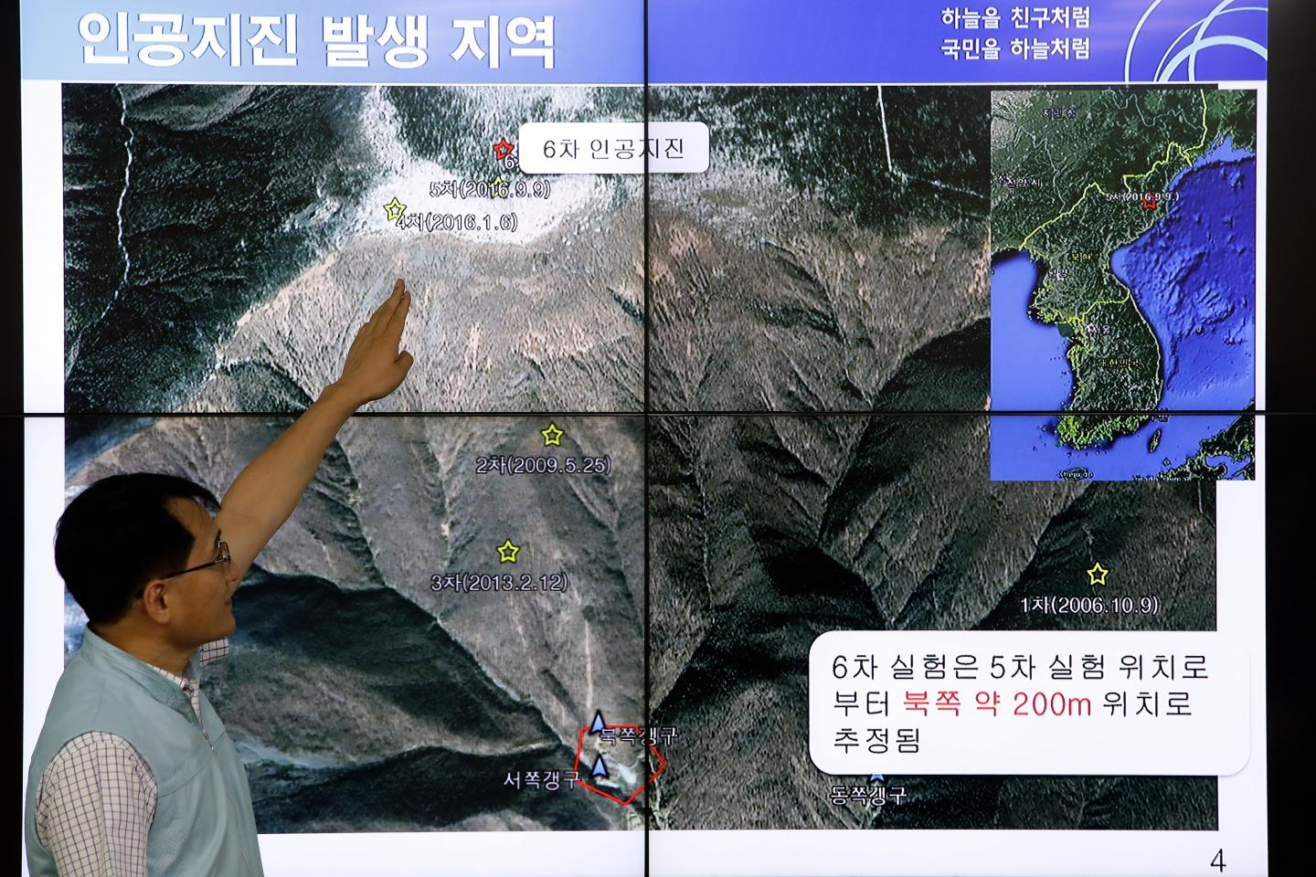 A South Korean scientist shows seismic waves taking place in North Korea on a screen at the Korea Meteorological Administration center on September 3, 2017 in Seoul. More than 200 people are believed to have died in underground tunnels after a collapse at North Korea's Punggye-ri nuclear facility. (CHUNG SUNG-JUN/GETTY IMAGES)