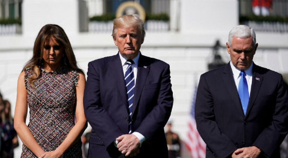 U.S. President Donald Trump stands with first lady Melania Trump and Vice President Mike Pence during a moment of silence in the wake of the the mass shooting in Las Vegas at the White House in Washington, D.C., Oct. 2, 2017. (Joshua Roberts / Reuters)