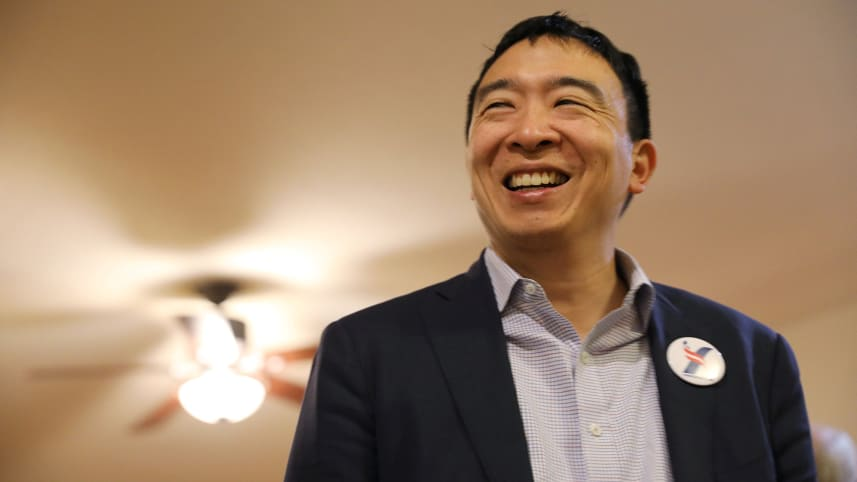 U.S. 2020 Democratic presidential candidate Andrew Yang attends Potluck Insurgency, a local democratic activist event, at the home of one of its members in Iowa City, Iowa, U.S., March 10, 2019. (SCOTT MORGAN/ REUTERS)
