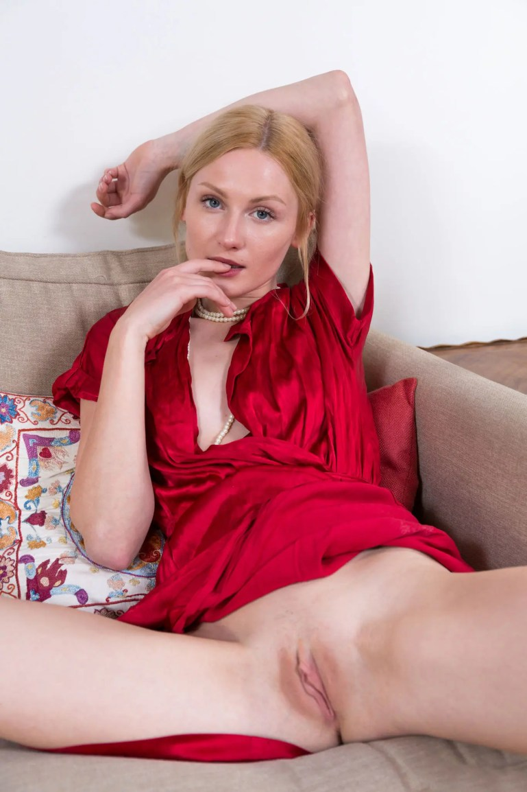 Fertile White Pussy Just Waiting To Be Blacked - image  on https://blackcockcult.com