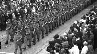 700028-vietnam-soldiers-parade