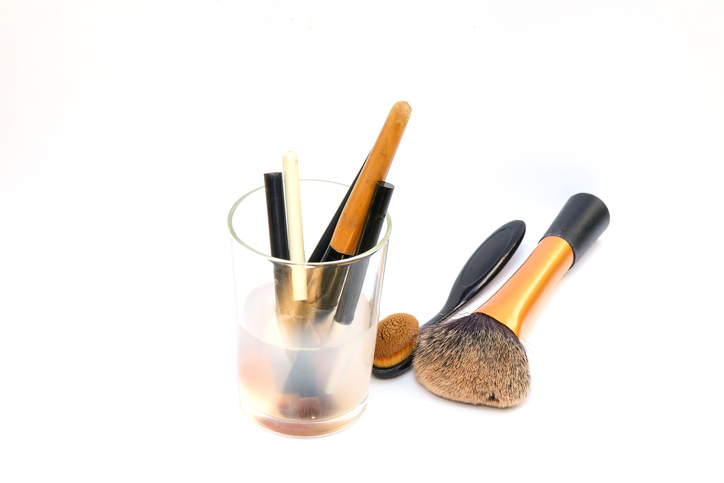 Cheap ways to clean your makeup brushes with household for Where to buy cheap household items