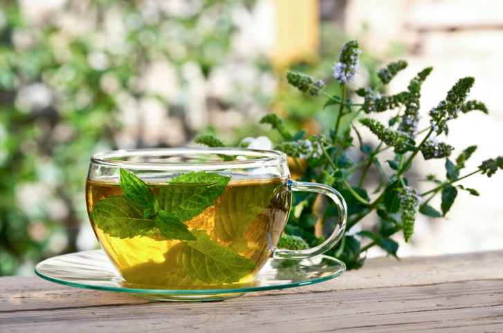 tea with peppermint leaves