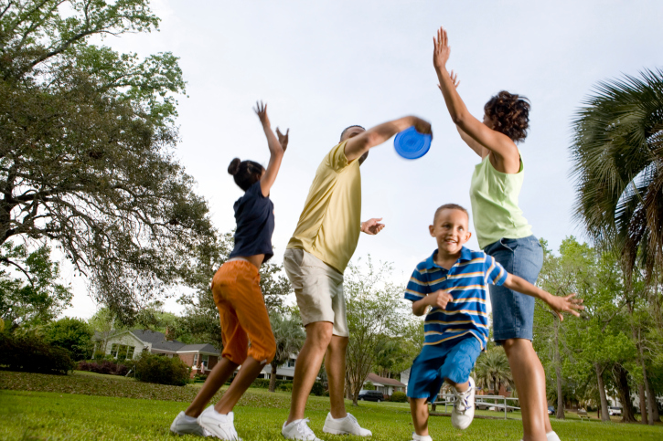 Family playing frisbee
