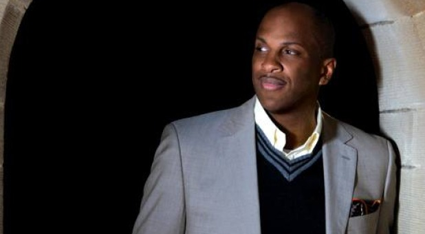 donnie-mcclurkin-looking-left
