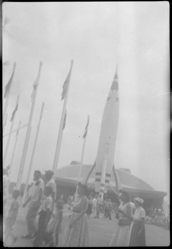 1955-07-18- Disneyland 10