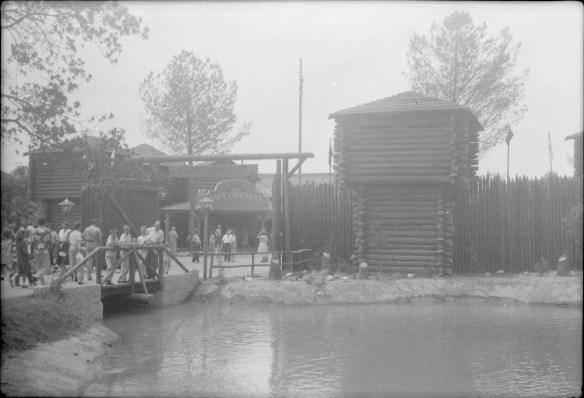 1955-07-18- Disneyland 2