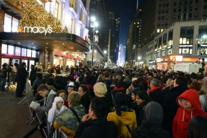 Kø utenfor Macy's i USA på Black Friday