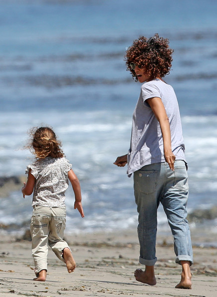 Halle Berry Now Rocking Chin Length Curls Are You Feeling