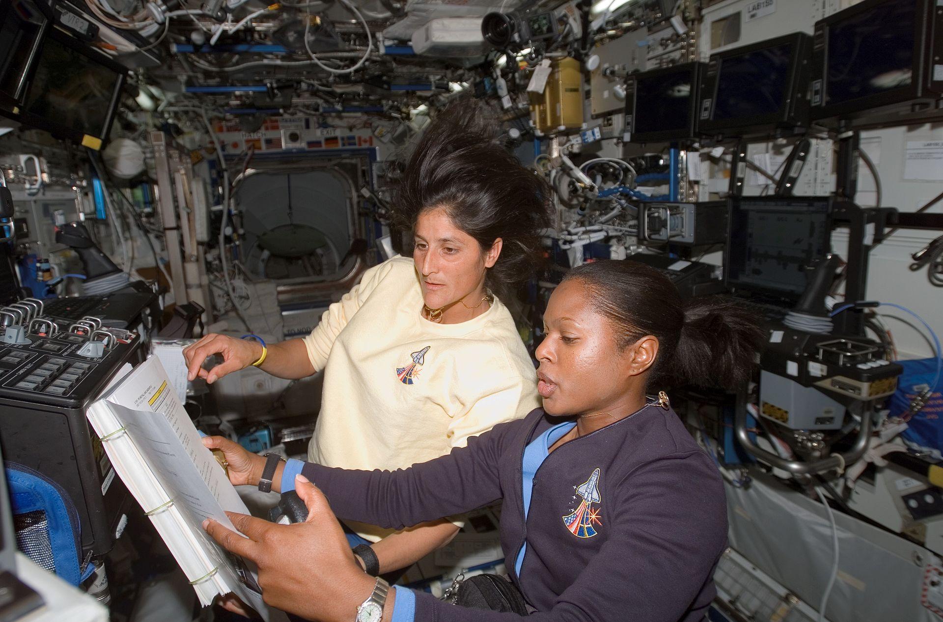 joan the astronaut - photo #20