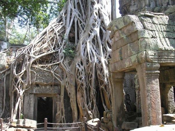 Cambodia-bayon-temple-thom