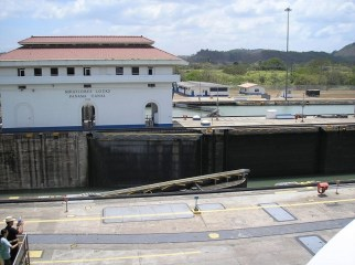 panama-canal-locks-water-open