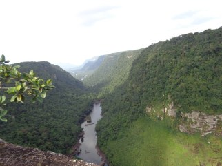 kaieteur-falls-river