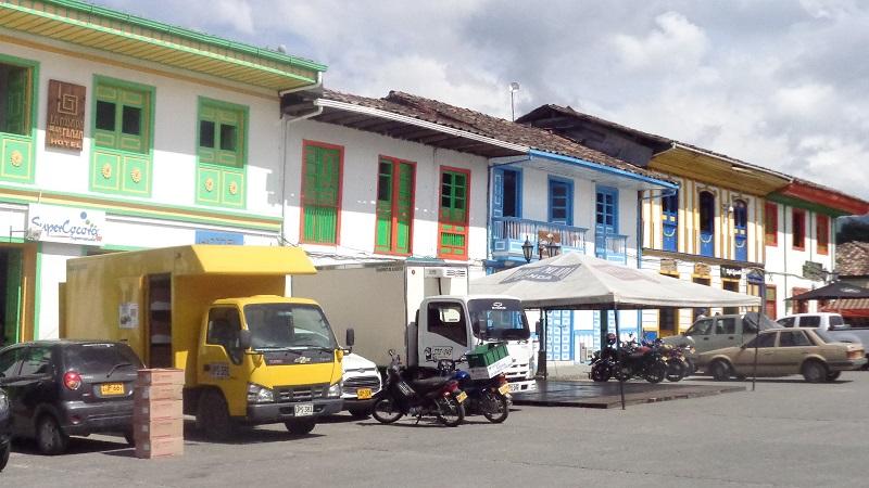 guatape-colorful-houses