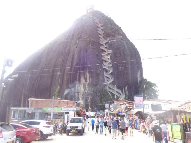 guatape-rock