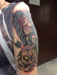 Blackwork Tattoo Vienna Wien Tattoostudio Oldschool traditional Tattoo Geier Zombie Kopf head evil vulture arrow